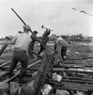 patoa-rakennetaan-kukkolankoskessa-vuonna-1949-kuva-roll-foto-haparanda-stad1